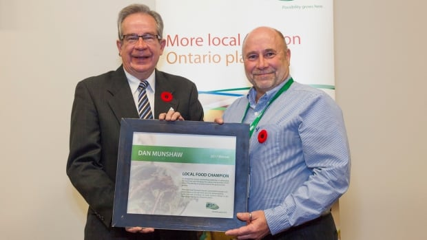 Dan Munshaw (right) receiving the Local Food Champion Award on behalf of the City of Thunder Bay.