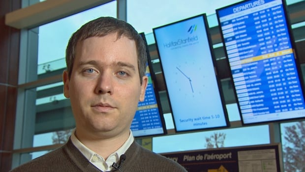 Gabor Lukacs complained to the Canadian Transportation Agency in 2014 that Delta Air Lines was in the habit of bumping larger passengers from full flights.
