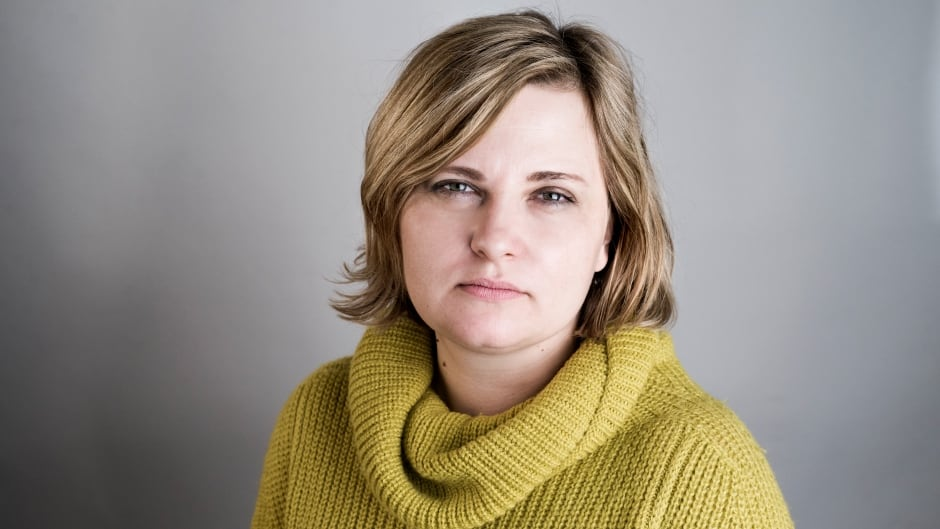 Investigative journalist Elena Milashina, who uncovered murders of gay men in Chechnya for the Russian paper Novaya Gazeta, was given the International Press Freedom Award by the Canadian Journalists for Free Expression (CJFE) on Nov. 2017.