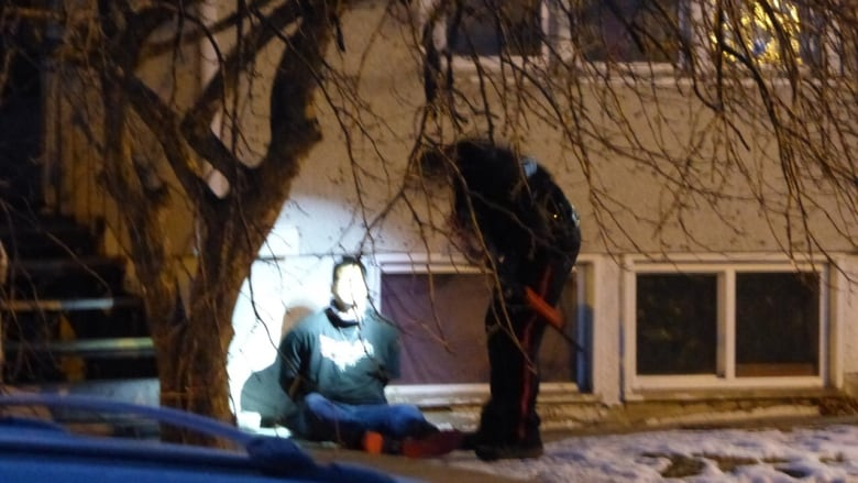 5 arrested after Saskatoon police find woman confined in Caswell Hill basement