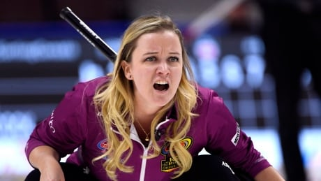 Chelsea Carey upsets Rachel Homan as Roar of the Rings kicks off