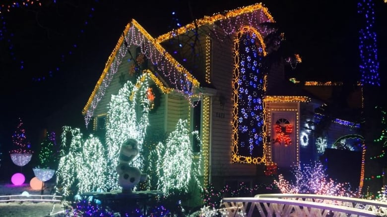 Christmas Light Show Near Me.Bob The Carpenter Lights Up Edmonton Home With Eccentric