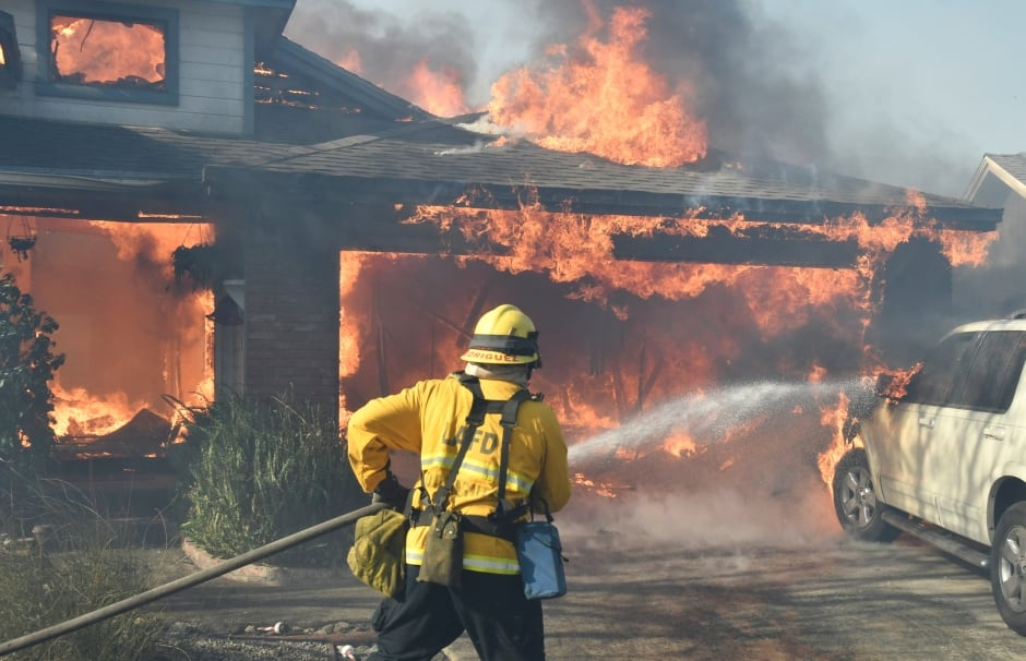 USA California WILDFIRES Firefighters battle to save homes