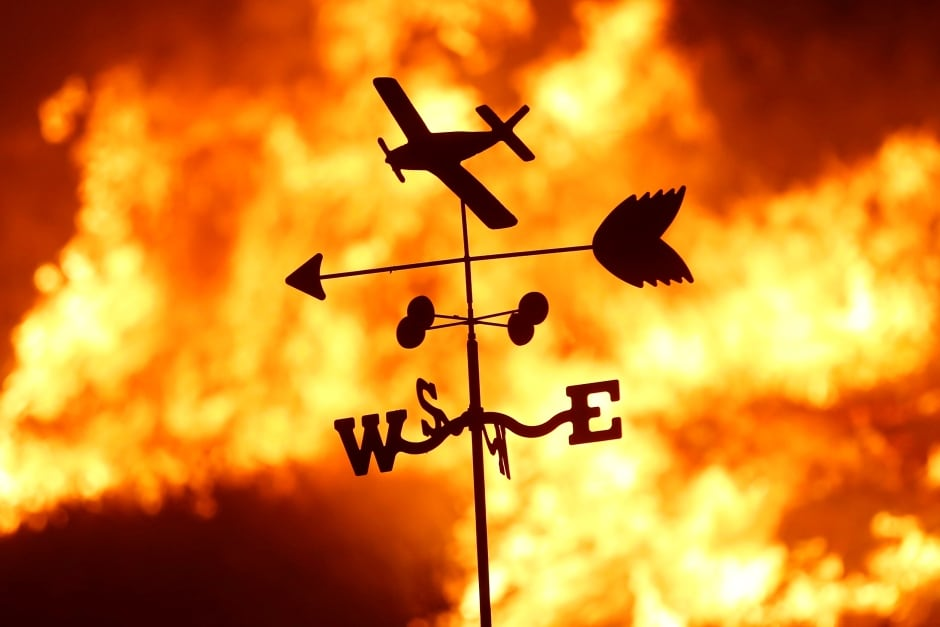 USA California WILDFIRES weather vane