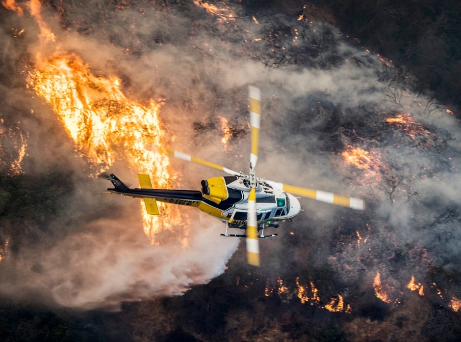 USA WILDFIRE CALIFORNIA Los Angeles County Fire helicopter