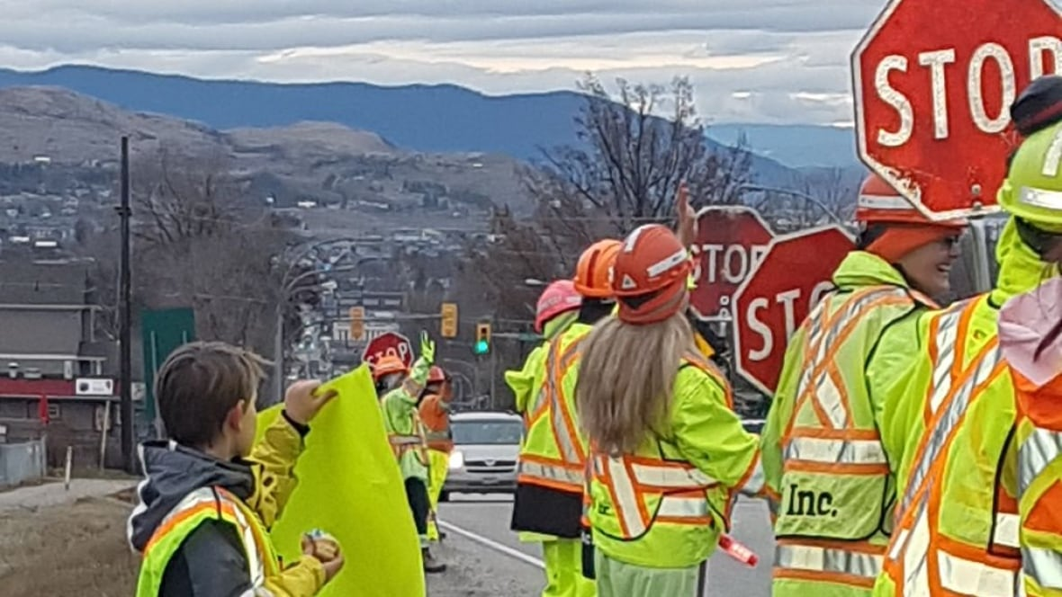 B.C. traffic flagger dies from injuries after being hit by car