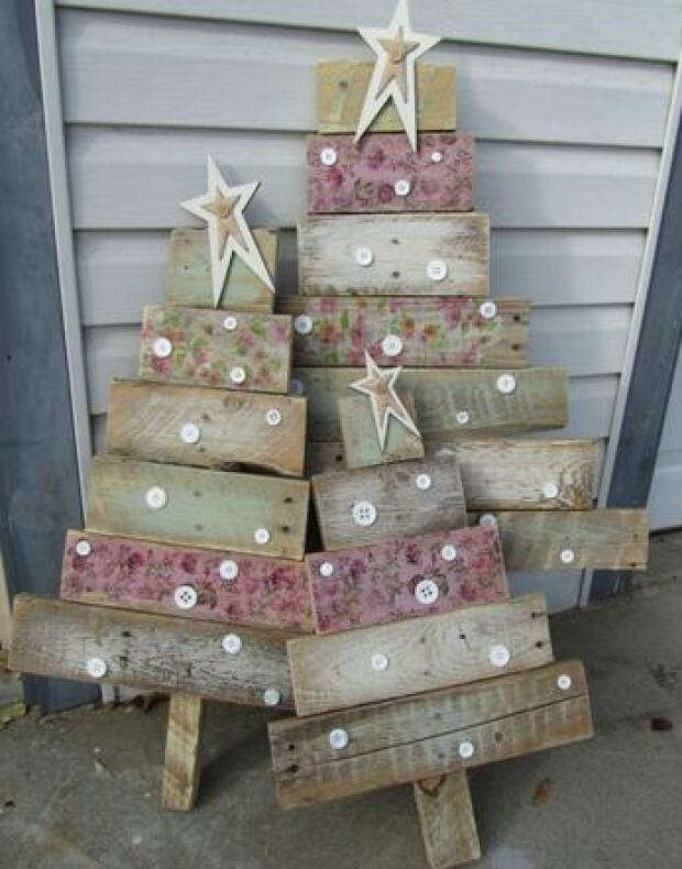 Wood pallet tree decor
