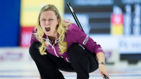 Chelsea Carey clinches top seed at Olympic curling trials thumbnail