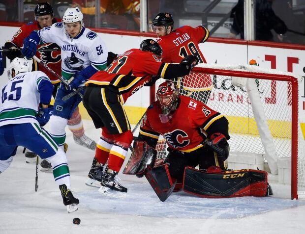 Canucks-Flames-09202017