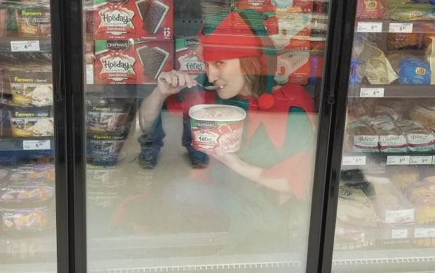 Sheri Gillam elf on the shelf 02