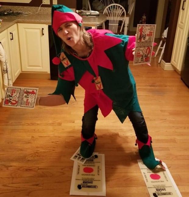 Sheri Gillam elf on the shelf 09