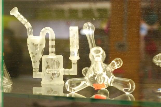 JJJ's glass pipe