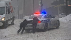 Roads closed, buses stuck in Montreal's 1st major snowstorm