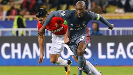 Atiba Hutchinson 'honoured, proud' to win 6th Canadian soccer honour thumbnail