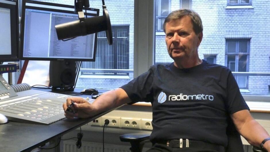 Svein Larsen is still broadcasting on FM radio, despite Norway's transition to digital.