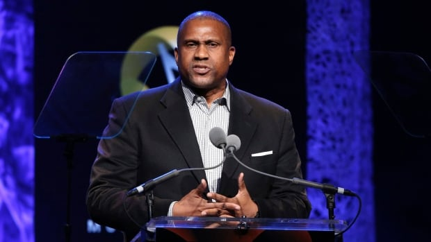 PBS Suspends Distribution of Tavis Smiley Indefinitely After a Sexual Misconduct Investigation