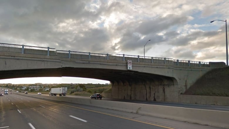 Major delays expected: Hwy  401 closed near Woodstock for 2 nights