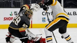 Fleury, Murray steal show as Golden Knights edge Pens