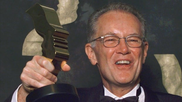 Canadian actor Bruce Gray, seen here in 1998 with a Gemini Award for his role in Traders, was a prolific presence on the stage and screen.