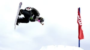 Spencer O'Brien soars to gold in snowboard slopestyle at Dew Tour