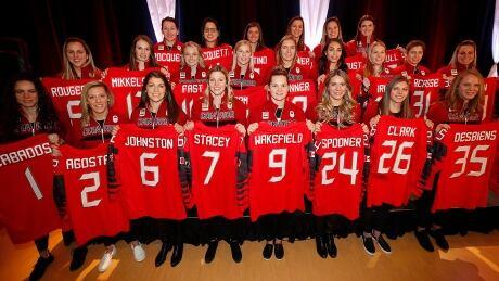 canada-olympic-hockey-women-171222-1180