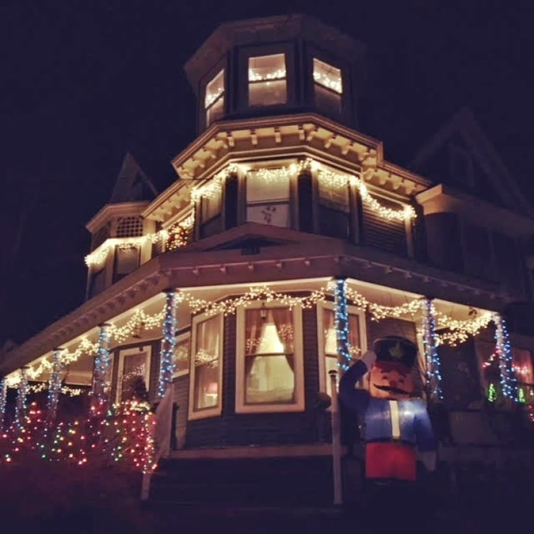 1 julie dean - Outdoor Christmas Displays