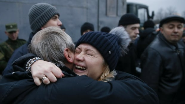 Ukraine crisis: Prisoner exchange begins