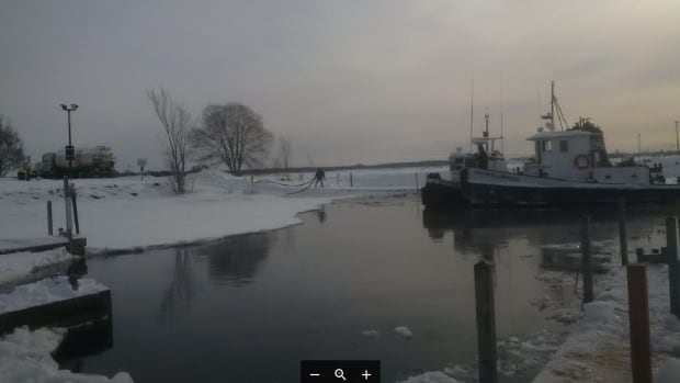 2 vessels trapped in ice on St. Marys River