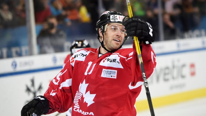 https://i.cbc.ca/1.4466789.1514499852!/fileImage/httpImage/image.jpg_gen/derivatives/16x9_1180/switzerland-hockey-spengler-cup.jpg?imwidth=720