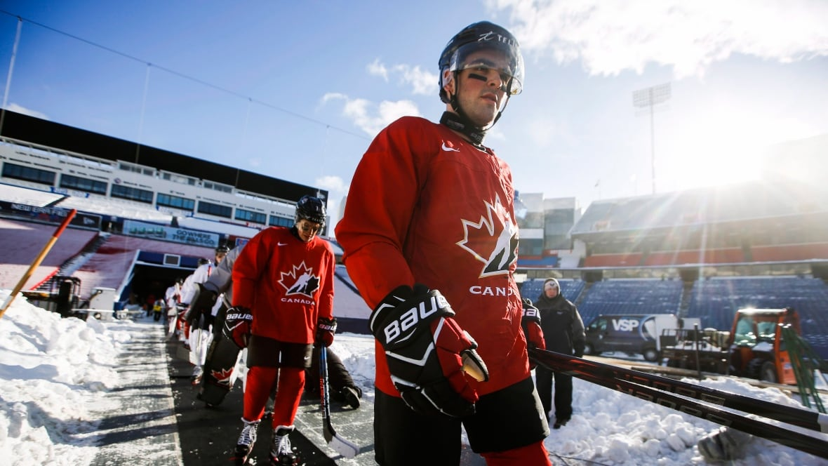 Point starts in net for Canada against Slovakia at world juniors