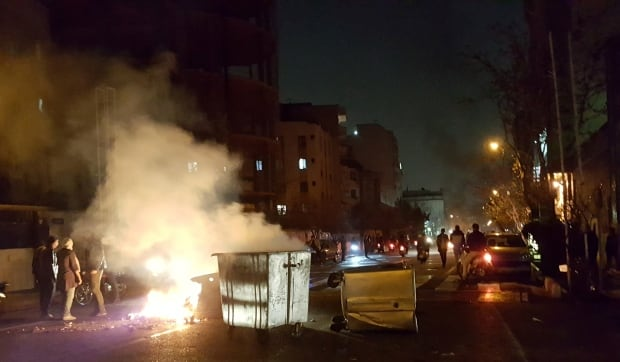 Trump tweets support for anti-government protesters in Iran