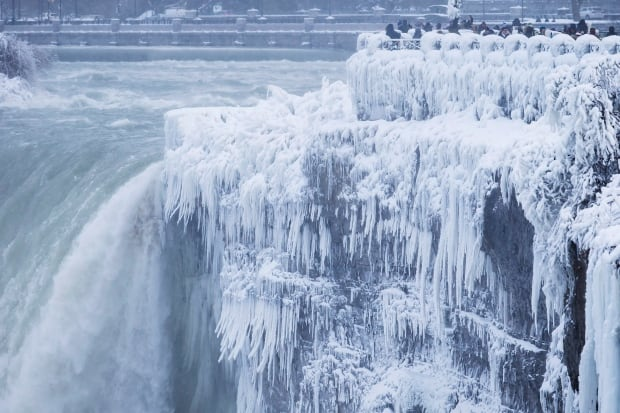Cold Weather Niagara Falls 20180102
