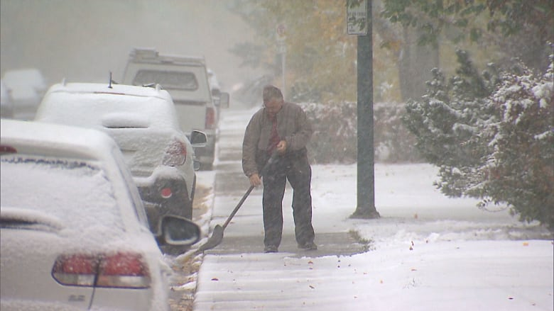 What you need to know about Calgary's snow removal bylaws