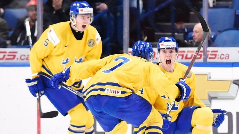 Sweden Survives Late U S Surge To Reach Final Of World Junior