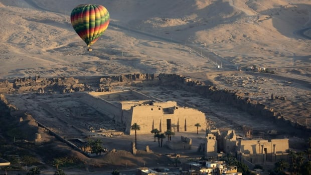 Egypt detains 4 people after hot air balloon crash