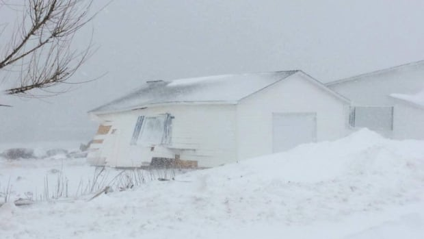 Heavy snow and strong waves have damaged homes in Matane, Que.
