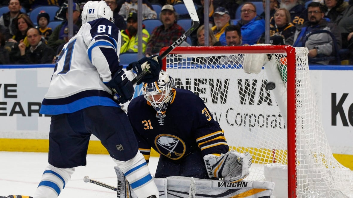 Matthieu Perreault scores twice to help Jets beat Sharks 4-1