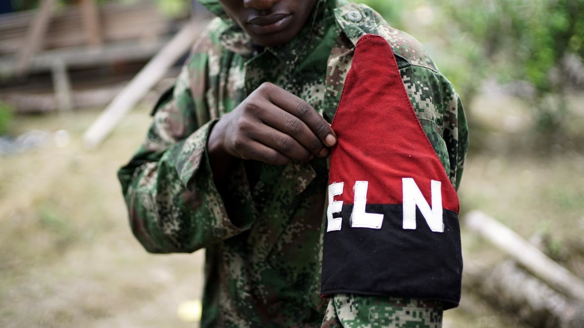 Colombia paralyzes dialogue with ELN after new guerrilla attacks