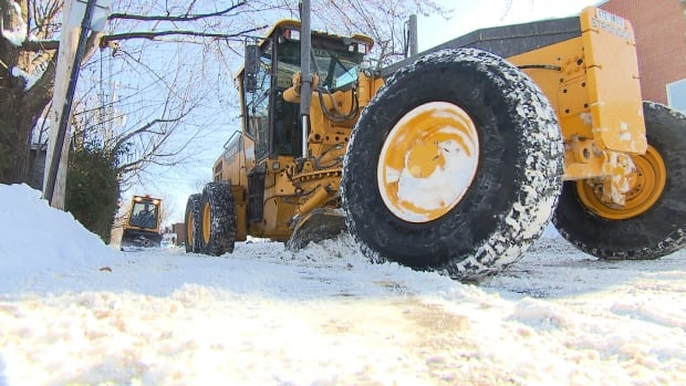 The city of Montreal says that all the major streets have been cleared of snow. Residential streets should be cleared by the weekend.