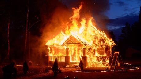 Saskatoon firefighter hopes federal building code update will add indoor sprinklers for homes