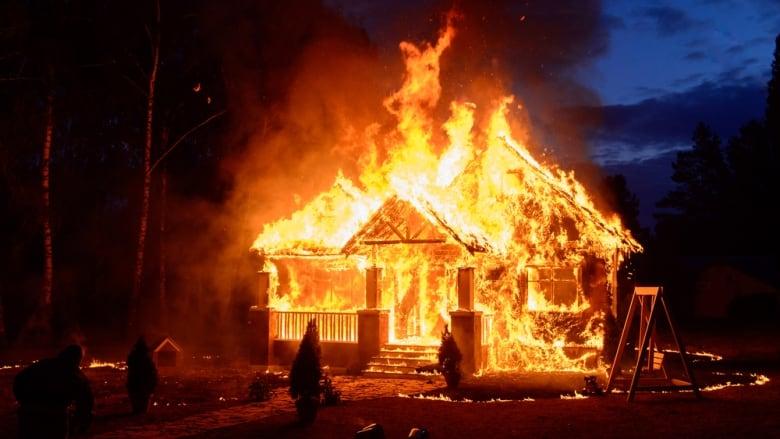 fire in house के लिए इमेज परिणाम