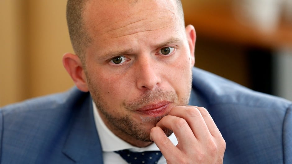 The New York Times labelled Theo Francken the 'Flemish Trump' after news broke that Sudanese migrants he deported were tortured when they were sent home.