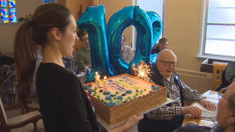 Hospice Society Throws Birthday Party For 102 Year Old Man Cbc News
