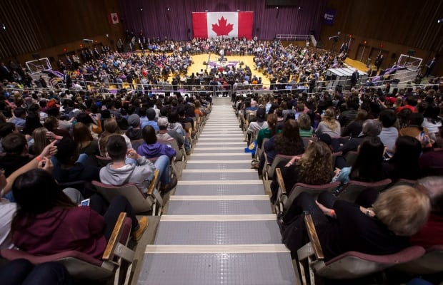 Trudeau's London town hall mostly a lovefest dominated by students, except for a heckler's rant about ISIL