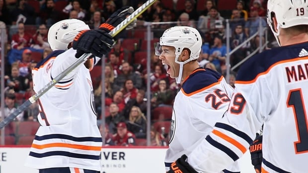 Oilers-coyotes-12012018