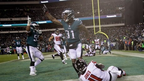Eagles advance to NFC championship with goal-line stand to down Falcons thumbnail