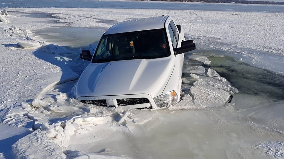 Tow Truck Saskatoon >> 'It's terrible': Tow truck driver warns ice fishers of dangerous conditions on lakes - Saskatoon ...