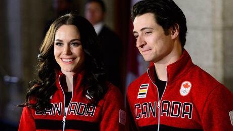 Figure skaters Tessa Virtue, Scott Moir named Canada's flag-bearers thumbnail