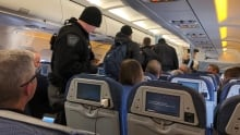 Thunder Bay police remove unruly passenger from Air Canada flight