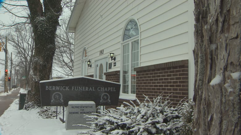 Nova Scotia funeral home employee loses licence after